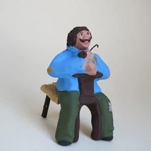 fumeur de pipe sur sa chaise provençale santons arlatenco