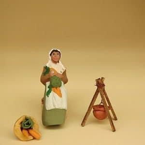 femme à la soupe santon arlatenco