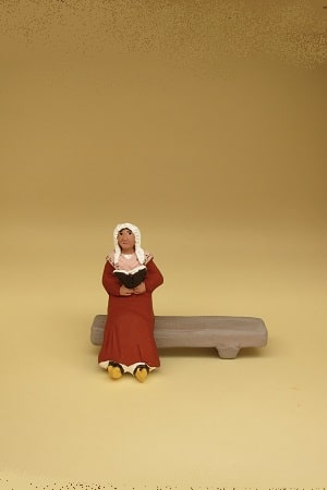 lectrice assise sans socle santons arlatenco
